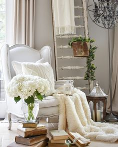 Gorgeous Winter Home Decor Ideas Which Makes You Cozy At Home - Winter is the function period of philanthropy, party and holidays. When individuals are giving and getting blessings during the season, for what reaso. Living Room Colors, Living Room Grey, Rugs In Living Room, Winter Home Decor, Winter House, Fall Decor, Cozy Family Rooms, Cozy Nook, Cosy