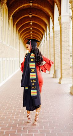 graduation girl graduation pictures Hopefully graduate from high school in 2020 and NYU in 2024 Nursing Graduation Pictures, Graduation Picture Poses, College Graduation Pictures, Graduation Portraits, Nursing School Graduation, Graduation Photoshoot, Graduation Photography, Grad Pics, Grad Pictures