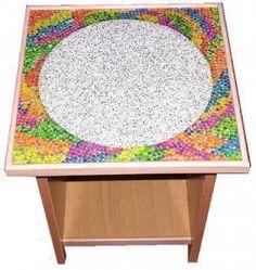 CLAF - Linda Mesa Puntillismo Colores (COD 018 - Mesa) Fabricada en madera melamina. Cubierta de cerámica con diseño puntillismo de colores. Medidas: - Cubierta: 44 x 44 cm - Alto: 42 cm Precio: $ 15.000 www.claf.cl