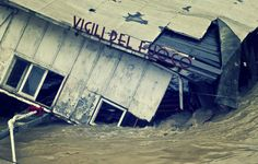 INCREDIBILE: a Roma affonda il barcone dei Vigili del Fuoco http://tuttacronaca.wordpress.com/2014/02/02/incredibile-a-roma-affonda-il-barcone-dei-vigili-del-fuoco/
