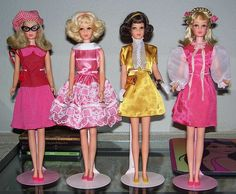 Francie art school set, pink satin party dress gold satin suit and pink satin dress. Play Barbie, Barbie Doll House, Barbie Life, Barbie World, Mattel Barbie, Barbie And Ken, Pink Satin Dress, Satin Dresses, Japanese Outfits
