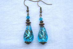Boucles d'oreille perles goutte en verre turquoise et à facettes métal bronze fait main : Boucles d'oreille par delicath