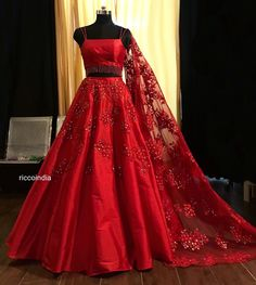 Looking for a budget lehenga store in Delhi? Check out the collection by Ricco India. Lehenga prices start from INR and they even do banarasi lehengas. Indian Wedding Gowns, Indian Gowns Dresses, Indian Bridal Outfits, Indian Bridal Fashion, Indian Fashion Dresses, Wedding Dresses For Girls, Indian Designer Outfits, Red Gowns, Wedding Lehenga Designs