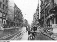 Berlin im Herbst 1945 Die Leipziger Straße von der Wilhelmstraße (später Otto-Grotewohl-Straße) in Richtung Spittelmarkt gesehen.