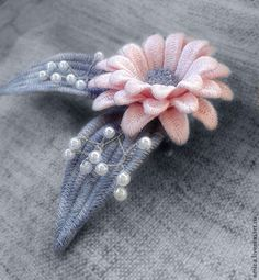 Embroidery Stitches Tutorial Flowers Free Pattern Ideas For 2019 Hand Embroidery Patterns Flowers, Embroidery Tools, Hand Embroidery Videos, Embroidery Stitches Tutorial, Silk Ribbon Embroidery, Embroidery Techniques, Embroidery Applique, Embroidery Designs, Lace Beadwork