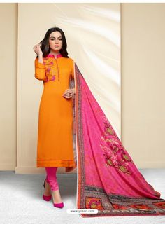 Having fabric cotton. The ethnic print for the salwar suit adds a sign of magnificence statement with a look. Salwar Suits Pakistani, Anarkali Suits, Cotton Salwar Kameez, Churidar, Designer Wear, Designer Dresses, Salwar Suits Simple, Salwar Suits Party Wear, Designer Salwar Suits