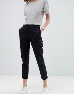 Browse online for the newest ASOS Tailored Linen Cigarette Pants styles. Shop easier with ASOS' multiple payments and return options (Ts&Cs apply). Work Casual, Casual Looks, Cigarette Pants Outfit, Altering Pants, Work Fashion, Fashion Outfits, Asos Fashion, Minimal Fashion, Pullover Outfit