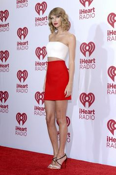Music's Hottest Stars Rock the iHeartRadio Festival: The iHeartRadio Music Festival took over Las Vegas this weekend, with chart toppers Taylor Swift, Ariana Grande, and Nicki Minaj bringing massive spectacle to the stage at the MGM Grand Garden Arena. Taylor Swift Rojo, Taylor Swift Sexy, Estilo Taylor Swift, All About Taylor Swift, Taylor Swift Style, Red Taylor, Taylor Swift Pictures, Taylor Alison Swift, Taylor White