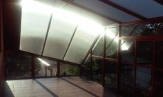 Dziwny dach  Taras estetyczny. Szkło, aluminium, stal. Malowanie trwałe. /  Terrace aesthetic. glass, aluminum and stainless steel. Painting durable.