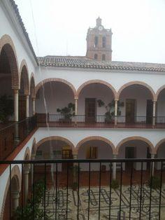 Ayuntamiento bajo la lluvia