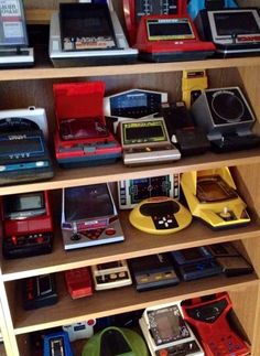 Retro Games Now! Dedicated to Arcade and Classic Video Gaming Vintage Video Games, Classic Video Games, Retro Video Games, Vintage Games, Vintage Toys, Retro Games, Mini Arcade, Retro Arcade, Video Game Rooms