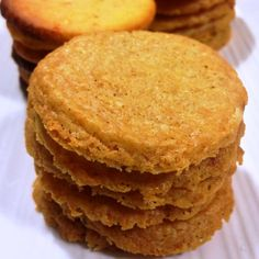 Not so long ago we dropped by friends for a pre-dinner drink before heading out for a meal at a nearby restaurant. At the door we were greeted by the most delicious aroma. Home baked cheese biscuit...
