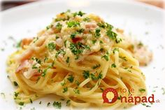 Everyday Solutions, Healthy Recipes In this article, you'll learn and discover how to make a unique yet yummy spaghetti recipe called Carbonara. Pasta Carbonara, Original Spaghetti Carbonara, Prawn Spaghetti, Chicken Spaghetti, Chicken Pasta, Pasta Alfredo Receta, Roman Food, Food Dinners, Pasta Recipes