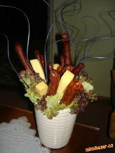 Klobásková kytka v květináči Carrots, Vegetables, Food, Essen, Carrot, Vegetable Recipes, Meals, Yemek, Veggies