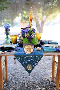 Table Settings: colours - Purple, Turquoise and Gold – An Egyptian Inspired Styled Shoot Beautiful Table Settings, Wedding Table Settings, Wedding Tables, Reception Table, Reception Ideas, Table Presentation, Winter Wedding Colors, Deco Table, Decoration Table