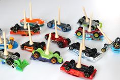 Hot Wheels Birthday Party + Cupcakes - Mom vs the Boys Hot Wheels Party, Hot Wheels Cake, Festa Hot Wheels, Hot Wheels Birthday, Race Car Birthday, Race Car Party, 3rd Birthday, Hotwheels Birthday Cake, Car Themed Parties