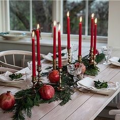 150 Last Minute Christmas Decor Ideas You'll Love To Do For Your Home - Hike n Dip Even if it is the last minute, these quick Christmas decorations are easy to DIY.Here are best Last Minute Christmas Decor ideas that are within your budget Swedish Christmas, Rustic Christmas, Simple Christmas, Christmas Home, Christmas Crafts, Xmas, Christmas Manger, Natural Christmas, Gold Christmas Decorations