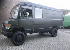 Discover recipes, home ideas, style inspiration and other ideas to try. Camper Life, Truck Camper, Camper Trailers, Ambulance, Motorhome, Mercedes Camper, Van Conversion Interior, 4x4 Van, Vanz