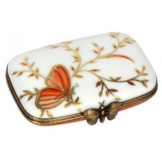 Personalized Gilt Porcelain Box from Eternal Butterfly Collection Laura Lee, Home Deco, Jewelry Dresser, Secret Box, Pretty Box, Butterfly Jewelry, China Painting, Little Boxes, Small Boxes