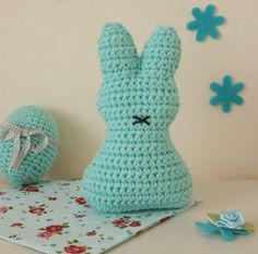 Crochet pattern for an Easter bunny Knitted Animals, Knitted Hats, Crochet Motif, Crochet Patterns, Homemade Stuffed Animals, Colored Rope, Easter Crochet, How To Start Knitting, Crochet Instructions