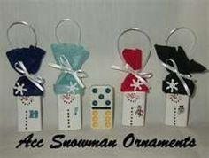 Great Idea - Dominoes(ou autres objets rectangulaires) as Snowman Ornaments Snowman Christmas Ornaments, Snowman Crafts, Ornament Crafts, Christmas Projects, Holiday Crafts, Christmas Ideas, Christmas Stuff, Holiday Ideas, Diy Ornaments