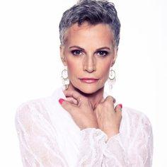 Latest Short Hairstyles for Older Ladies - Kvinneligefrisyrer Latest Short Hairstyles, Older Women Hairstyles, Pixie Haircut, Hairstyles Haircuts, Short Grey Hair, Very Short Hair, Short Hair Cuts, Silver Grey Hair, Gray Hair