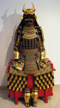Gusoku with chequered haidate (gold and black lacquer)