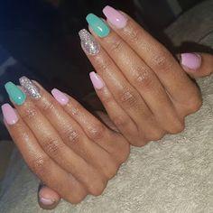 Gorgeous Ombre Acrylic Coffin Nails To Wear Vibrant Nail Colors - Eazy Vibe Gold Nail Art, Marble Nail Art, Silver Nails, Chrome Nails Designs, Party Nails, Bright Nails, Halloween Nail Art, Stylish Nails, Nail Decorations