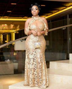 Super gorgeous curves @moeshaboduong  #plussizefashion #CurvesAreBella #bellacurves