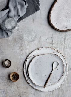 Earth and Baker ceramics - these irregular earthy plates are perfect for serving home made cakes this winter. Read more about where to buy wabi-sabi ceramics on Disneyrollergirl Ceramic Tableware, Ceramic Pottery, Ceramic Art, Kitchenware, Pottery Plates, Porcelain Ceramics, Ceramic Spoons, Blue Pottery, Wabi Sabi