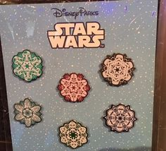 Check out the new Star Wars Snowflake Pin Set! This set contains a total of six pins and retail price is This set is now released at Disney parks! Disney Diy, Disney Trips, Disney Magic, Disney Stuff, Walt Disney, Disney Pins Sets, Disney Trading Pins, Star Wars Snowflakes, Disney Pin Collections