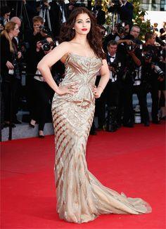 Aishwarya Rai & Amber Heard Make First Cannes 2014 Event Appearance!: Photo Aishwarya Rai hits the red carpet looking gorgeous at the Two Days, One Night premiere during the 2014 Cannes Film Festival on Tuesday (May in Cannes, France. Aishwarya Rai Cannes, Aishwarya Rai Photo, Actress Aishwarya Rai, Aishwarya Rai Bachchan, Bollywood Actress, Bollywood Saree, Gala Gonzalez, Roberto Cavalli, Cannes Film Festival 2014