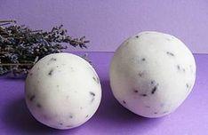 Szükséges alapanyagok a fürdőbombához2 fürdőgolyó elkészítéséhez szükséges alapanyag-mennyiség (ha többet szeretnél, akkor arányosan vedd dupláját, tripláját … stb.)50 gramm szódabikarbóna25 gramm citromsav