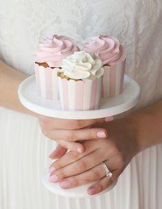 The Cupcake Shop Vanilla Bean Frosting, Vanilla Cupcakes, Vanilla Cake, Yummy Treats, Sweet Treats, Pastel Cupcakes, Cupcake Shops, Cake Photography, Just Cakes