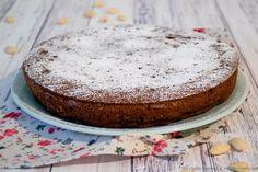 La torta caprese è un dolce tipico di Capri ed è una torta per occasioni importanti come Pasqua e Natale. È senza glutine e lievito. Leggi la ricetta bimby.