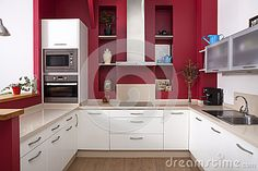 cucina con parete rossa