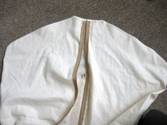 Tutorial for making a garment bag. Will be putting this to good use for my daughter's dance costumes.