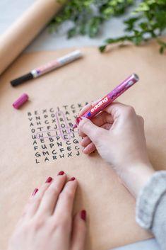 Geschenkverpackungen mit Buchstaben - Handletterin - Frisch Verliebt Diy Weihnachten, Advent, Wraps, Typography, Scrapbook, Inspiration, Berlin, Wrapping, Blog