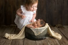 newborn photography, sibling with newborn, baby photography, sibling baby picture, newborn photo session, sibling with newborn photo, studio, girls, sisters, moments, smiling newborn