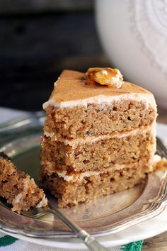 cinnamon zucchini cake with cream cheese frosting Cake With Cream Cheese, Cream Cheese Frosting, Zucchini Cake, Cake & Co, Pastry Cake, Pastry Recipes, Healthy Sweets, Cake Cookies, Vanilla Cake