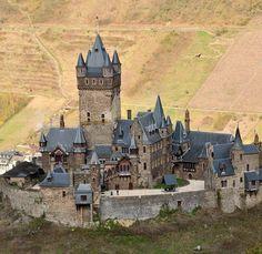 castle Cochem - Cochem è una città di 4.940 abitanti della Renania-Palatinato, in Germania, situata a 55 km. a sudovest della città di Coblenza
