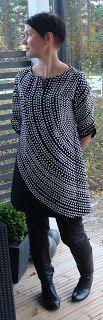 """Clever use of fabric """"Fokus"""" by Marimekko.Tunic by Piipadoo from Yoshiko Tsukiori's book """"Ihanat mekot ja tunikat"""". Shirts & Tops, Work Shirts, Stylish Dress Book, Stylish Dresses, Sewing Clothes, Diy Clothes, Marimekko Fabric, Made Clothing, Fabulous Dresses"""