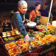 Another reason to Love street food in Thailand, there are so many yummy food / อีกเหตุผลที่ต้องหลงรักอาหารข้างถนนในไทยครับ อาหารอร่อยเยอะแยะเลยครับ. ------------------------ #Streetfood #thaistreetfood #dessert #sweet #thaiwafer #nightmarket #khonkaen #isaan #northeastofthailand #sweetshop #thailand #thaifoodie #sugar #flour #pigssydney #BanchaTaste #aroii #aroisnap #worldeatery