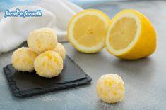 Tartufi al limone: sono peggio delle ciliegie, uno tira l'altro! - Forno e fornelli ♦๏~✿✿✿~☼๏♥๏花✨✿写☆☀🌸🌿🎄🎄🎄❁~⊱✿ღ~❥༺♡༻🌺MO Dec ♥⛩⚘☮️ ❋ Lemon Recipes, Sweets Recipes, Cookie Recipes, Biscotti Cookies, Cheesecake Desserts, Italian Cookies, Churros, Cookies Et Biscuits, Italian Recipes