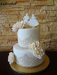 svadobná smotanovo biela s ružami , svadobné torty | Tortyodmamy.sk
