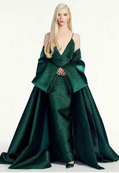 Globos de oro 2021: el vestidazo de Anya Taylor-Joy que te hará viajar al Hollywood dorado