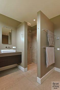 RAINSHOWER MET CERRIVA TEGELS | HET FUNDAMENT ARCHITECTUUR | @THEARTOFLIVINGONLINE | #bathroom #badkamer #interieurdesign #interieur #luxuryhouses #homedecor #luxury #modernhomes #modern #sanitair