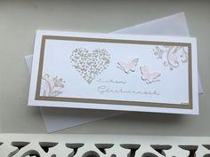 Willkommen auf meinem Blog! Schön dass ihr hier vorbei schaut! Die heutige Hochzeitskarte ist in der länglichen Form und hauptsächlich in...