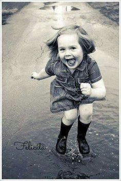 """""""Le persone più felici non sono necessariamente coloro che hanno il meglio di tutto, ma coloro che traggono il meglio da ciò che hanno. La vita non è una questione di come sopravvivere alla tempesta, ma di come danzare nella pioggia!"""" (Kahlil Gibran)"""