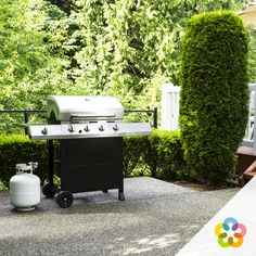 Regular cleaning is part and parcel of owning a barbecue, but it doesn't have to be a chore. Gas And Charcoal Grill, Best Charcoal, Gas Grill Reviews, Outdoor Refrigerator, Best Gas Grills, Country Fireplace, Perfect Grill, Viking Appliances, Propane Gas Grill
